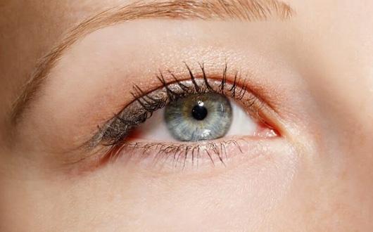 Ameliyatsız Göz Kapağı Düşüklüğü Tedavisi